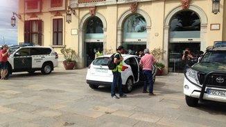 El secretari de l'Ajuntament de Lloret, arribant aquest dimecres al matí escortat per la Guàrdia Civil