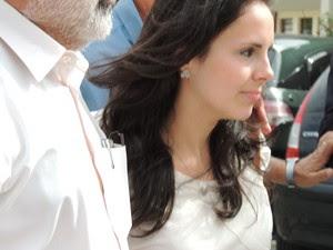 Médica flagrada com dedos de silicone chega ao Ministério Público. (Foto: Pedro Carlos Leite/G1)