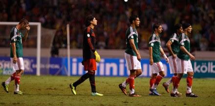 Layún, Ochoa, Raúl Jiménez, Arce, Peña y Jiménez. Derrota en Costa Rica. Foto: AP