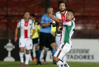Leonardo Valencia - Palestino x Zamora (Foto: Efe)