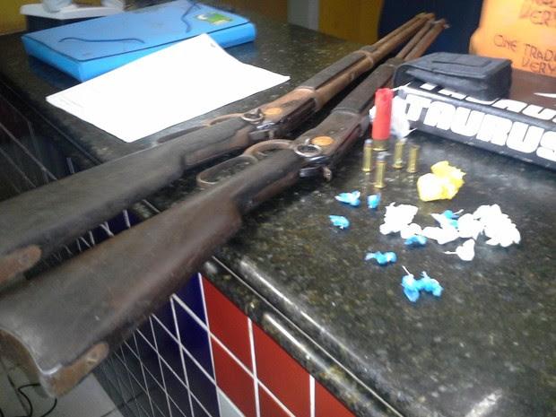 Armas e drogas foram apreendidas em uma casa da Vila Embratel, em São Luís (Foto: João Ricardo/G1 Maranhão)