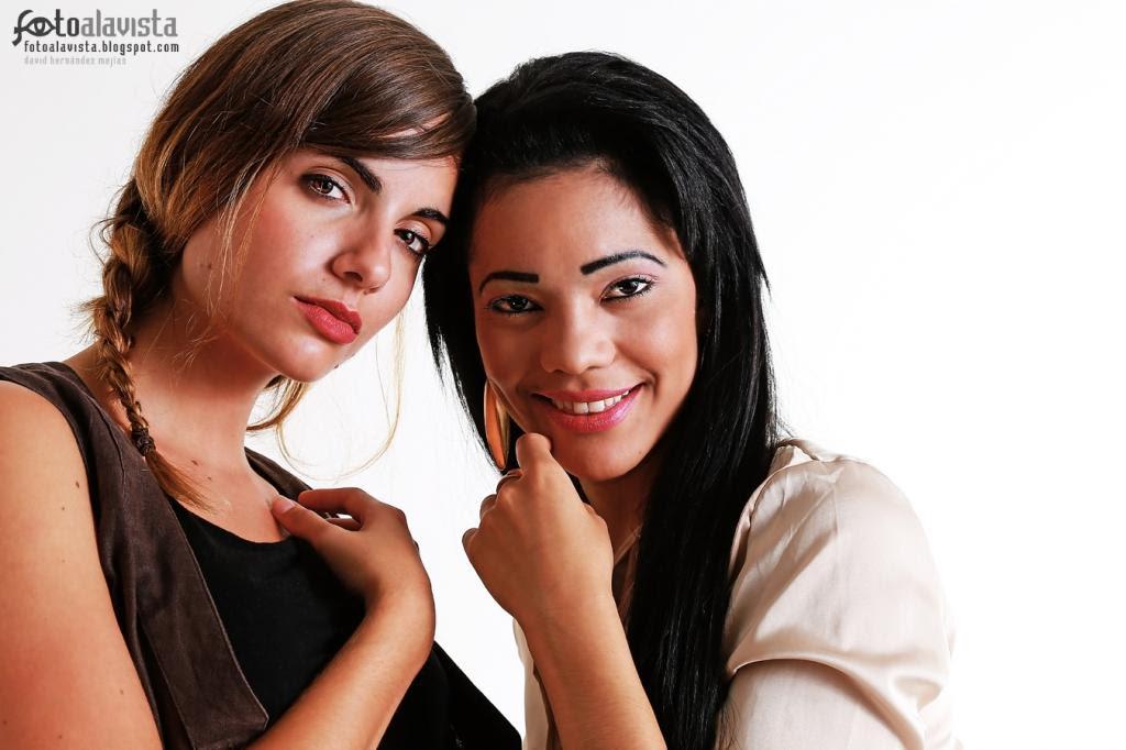 Cómplices. Modelo: Lydia Garcia y Janifer Gomez Taveras. Fotografía de estudio. Books