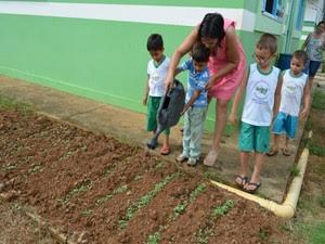 Projeto ajuda no desenvolvimento social, diz professora (Foto: Franciele Do Vale/G1)