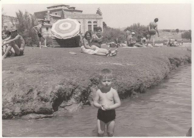 En la orilla del Tajo en Toledo hacia 1965 © Familia Del Cerro Corrales