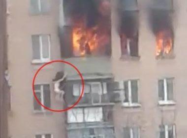 Mulher sobrevive após pular do oitavo andar de prédio em chamas na Rússia; assista