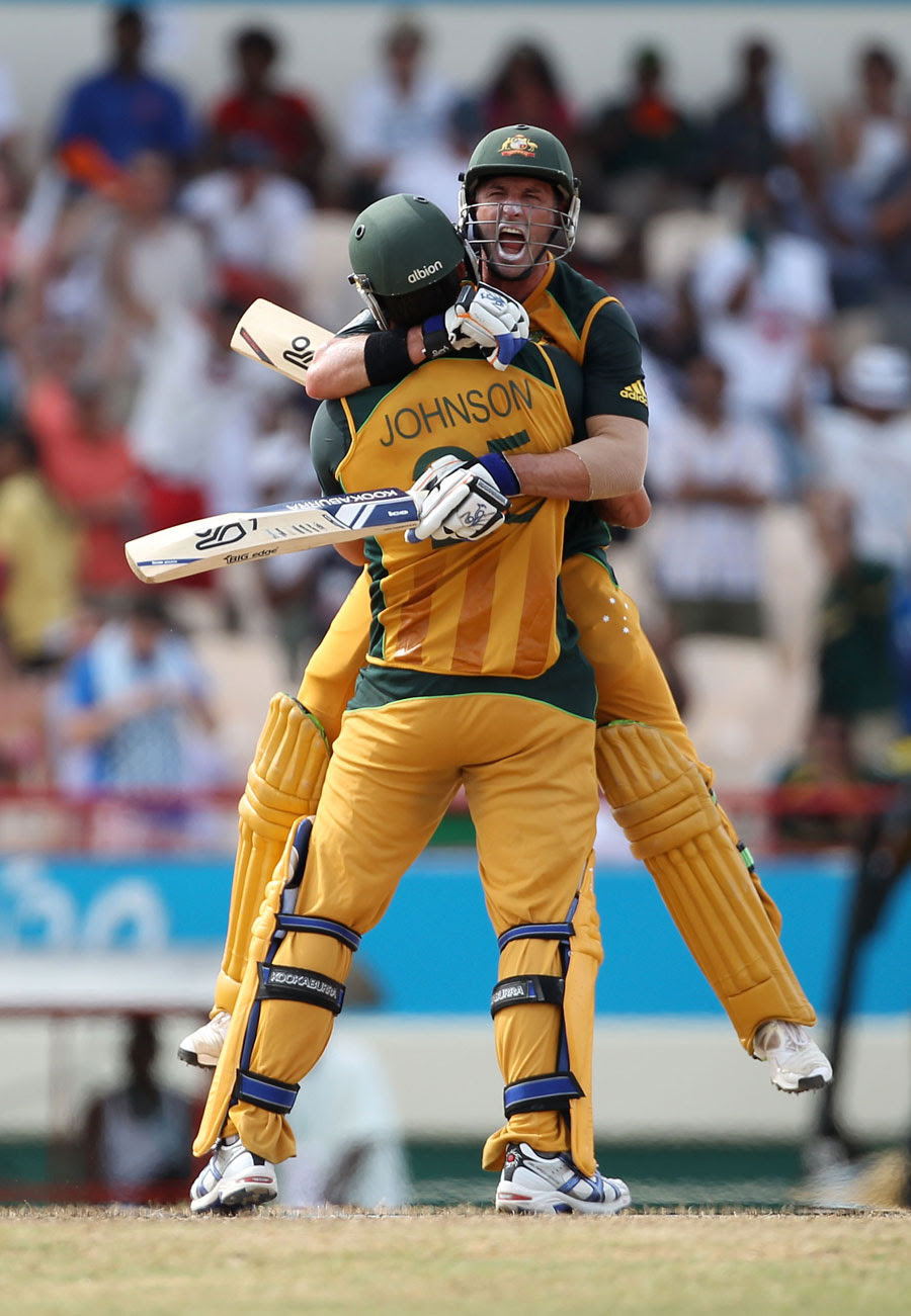 Michael Hussey - Amazingly Freaky....ICC World Twenty20 2010 2nd Semi Final - Australia Vs Pakistan
