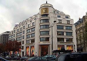 Louis Vuitton, Champs-Elysées Paris 2006. Auth...