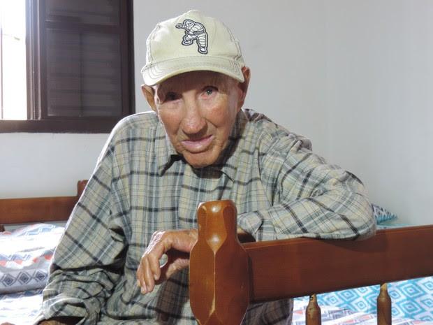 Santiago vai comemorar 90 anos em janeiro ao lado da família  (Foto: Emílio Botta/G1)