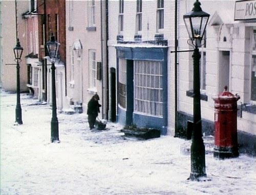 achildschristmas_streetlamp