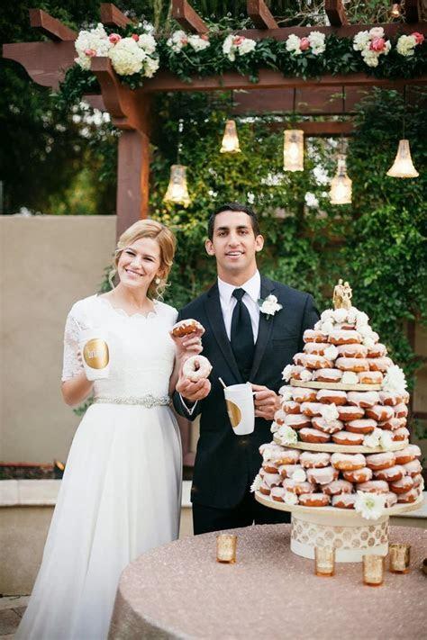 Best 25  Donut wedding cake ideas on Pinterest   Wedding