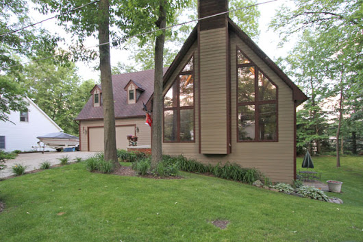 Rental available with Lake Access to Portage Chain of Lakes:  11757 Forest Drive Hamburg Twp (Pinckney) MI 48169 - $1,800/month