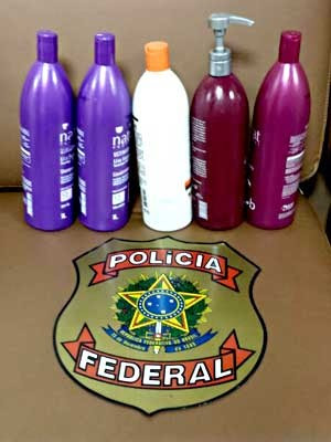 Frascos de xampu com cocaína diluída encontrados pela PF no Aeroporto JK (Foto: Polícia Federal/Divulgação)