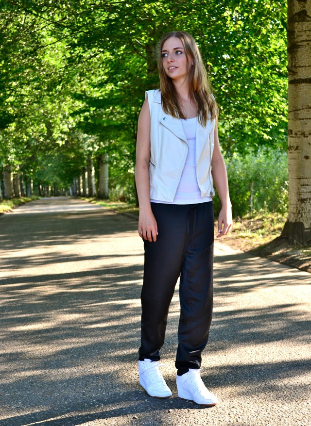 topshop biker waistcoat vest white leather h&m trend silk shiny trousers pants nike dunk sky high mesh fashion blogger turn it inside out belgium outfitpost outfit
