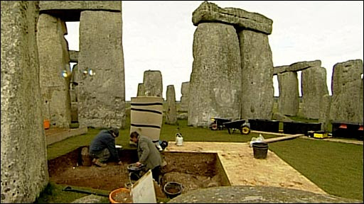 "Stonehenge U.K on Twitter: ""Putting the clocks back at #Stonehenge. @EnglishHeritage repositioning the stones for the end of British Summer Time """