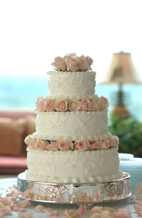 Best 25  Traditional wedding cakes ideas on Pinterest