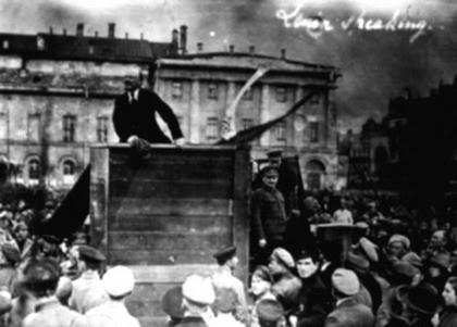 Stalin borró a Trotski