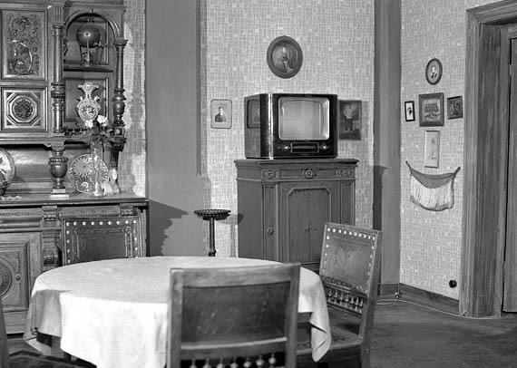 Wohnzimmer der Familie Hesselbach im Fernsehen