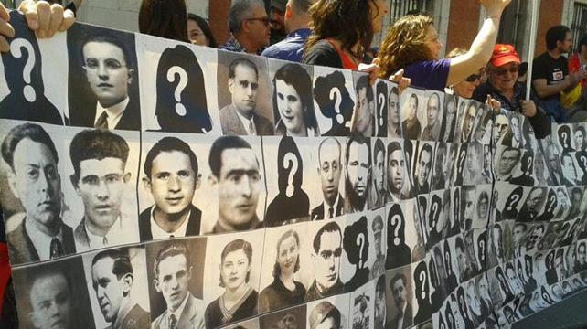 Un recuerdo especial a las víctimas del franquismo: 'Fosas cerradas, heridas abiertas'.