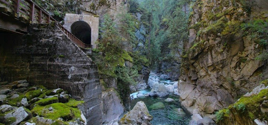 A historic stop with spectacular views of the Othello Tunnels!