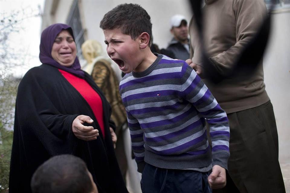 Παιδί στην Παλαιστίνη αντιδρά λίγο μετά αφότου έφτασε στο σπίτι από το σχολείο, συνειδητοποιώντας ότι το σπίτι είχε κατεδαφιστεί. Σύμφωνα με την την δημοτική υπηρεσία το σπίτι είχε κατασκευαστεί χωρίς τις απαραίτητες άδειες.