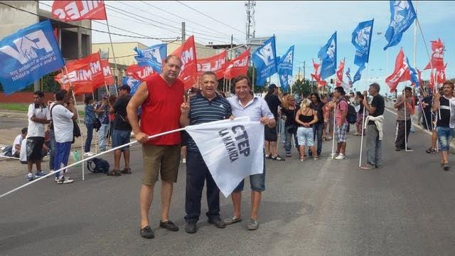 Luis D'Elia apoyando los cortes