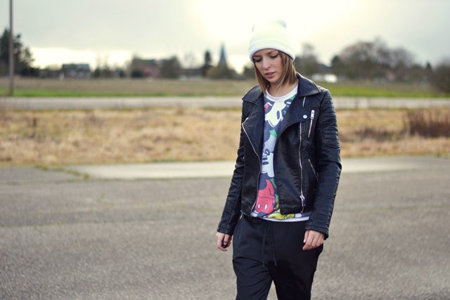 asos mickey mouse disney sweater zara new collection double breasted jack leather jacket 2014 h&m trend silk shiny trousers converse all star chuck taylor outfit post turn it insideout belgium fashion blogger