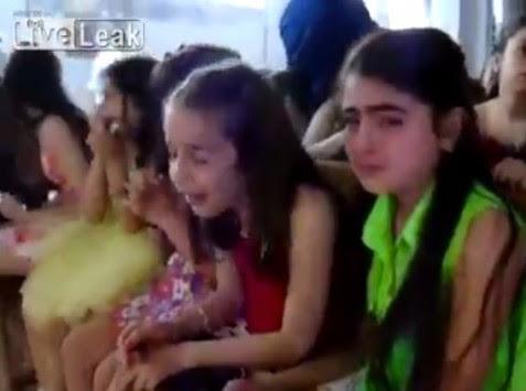 Συνταρακτικό video: Οι τζιχαντιστές βομβαρδίζουν χριστιανική εκκλησία αλλά η λειτουργία δεν σταματά!