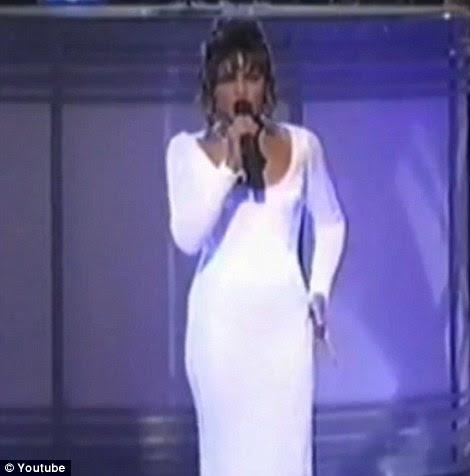 Assim como Whitney: Hudson fez uma performance para rivalizar com Houston