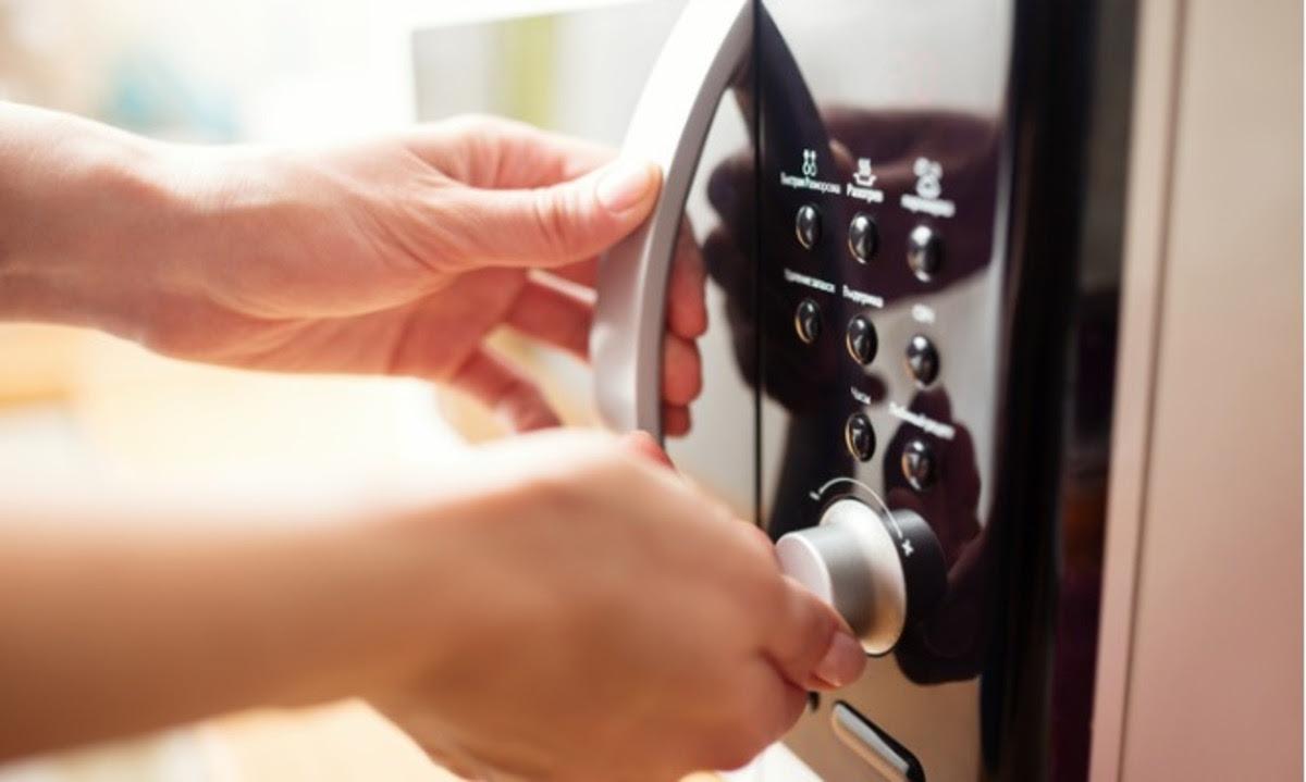 Γιατί να ΜΗΝ λειτουργείτε τον φούρνο μικροκυμάτων άδειο – Προσοχή!   Newsit.gr