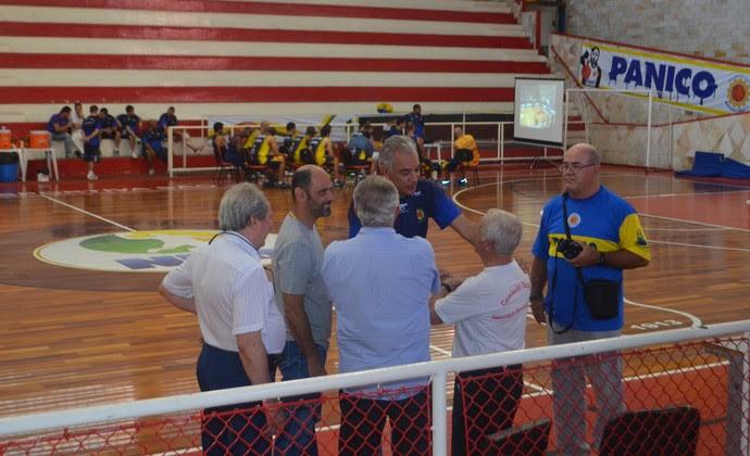 Luiz Zanon é apresentado no São José Basquete no ginásio Lineu de Moura (Foto: Thiago Fadini/ GloboEsporte.com)