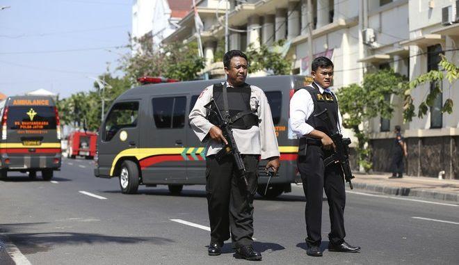 Βομβιστική επίθεση στο αρχηγείο της αστυνομίας στην Ινδονησία