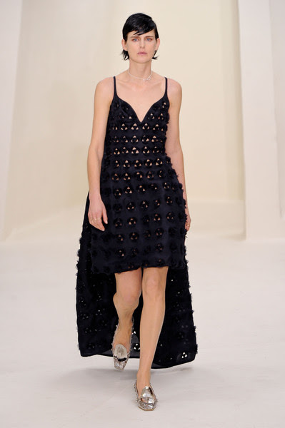 http://www3.pictures.stylebistro.com/it/Christian+Dior+Spring+2014+PLHdiNadqmil.jpg