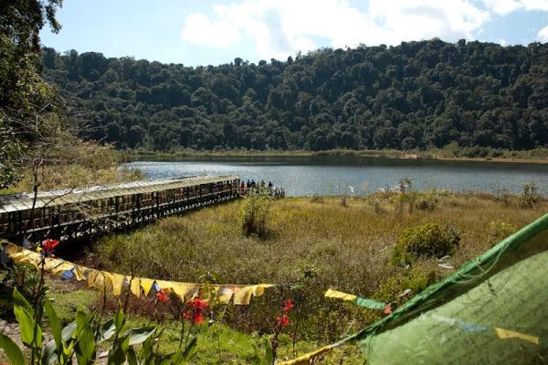 Vista del lago Kecheopalri en Sikkim