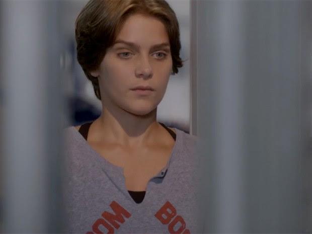 Karina se enche de coragem e enfrenta o mestre (Foto: TV Globo)