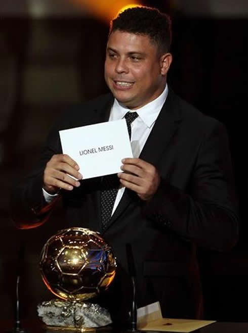 Ronaldo looking worried as he announces Lionel Messi name as the winner of FIFA Balon d'Or 2011-2012