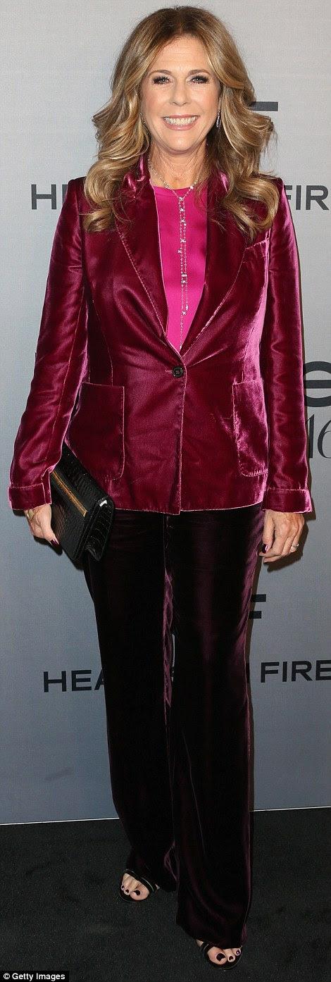 Ele combina com você: Enquanto a maioria dos clientes do sexo feminino usavam vestidos, Rita Wilson (L) e Jourdan Dunn pegou calças