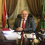 رئيس جامعة القاهرة والطلاب يرسلون رسالة حب إلى محمد صلاح