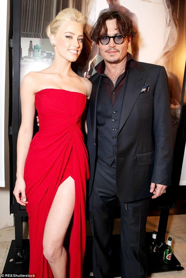 Ouvido e Depp conheceu no set de The Rum Diary 2009, e são fotografados juntos na estréia do filme de 2011.  Eles se casaram em fevereiro de 2015 e a atriz pediu o divórcio em 23 de Maio