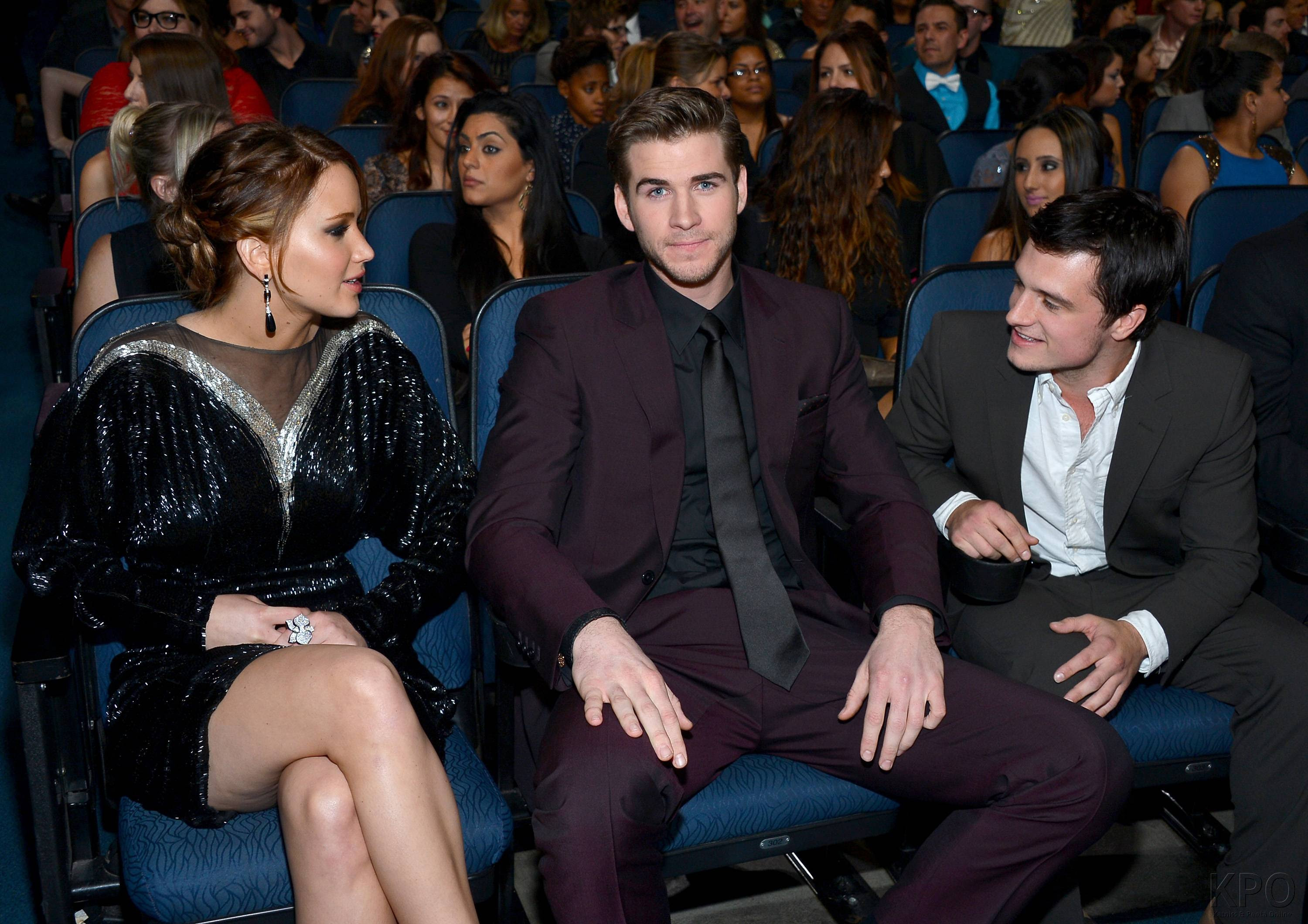 http://artemissia.files.wordpress.com/2013/01/hunger-games-cast-pca-2013-backstage-009.jpg