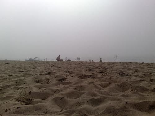 Spiaggia nebbiosa by durishti