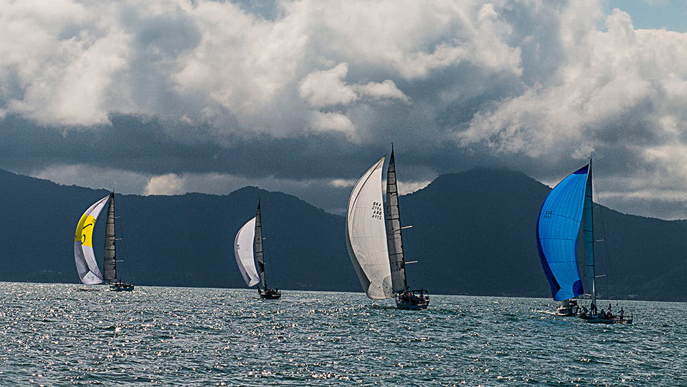Ubatuba Sailing Week em fotos, veleiros com vela balão