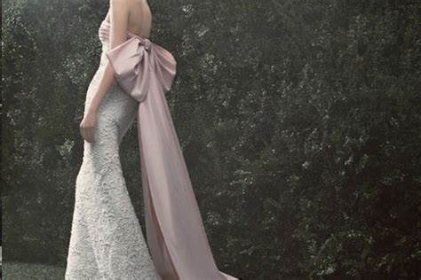 Oscar de la Renta Bridal Sample Sale: Woodbury Common June