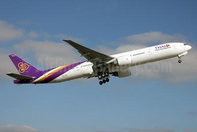 Thai Airways International Boeing 777-3AL ER HS-TKN (msn 41523) PAE (Nick Dean). Image: 911615.