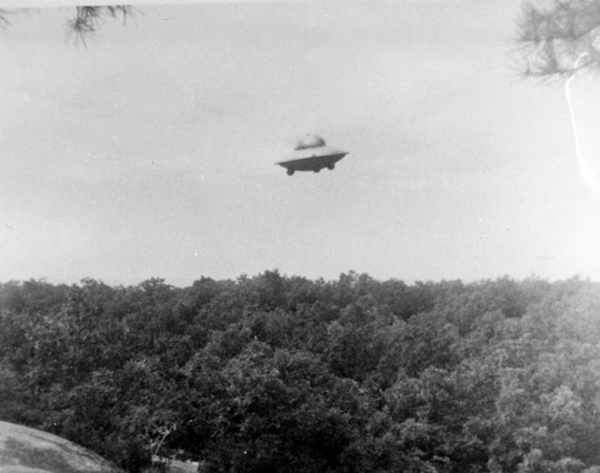 http://www.openminds.tv/wp-content/uploads/Trudell-UFO-photo-2-2.jpg