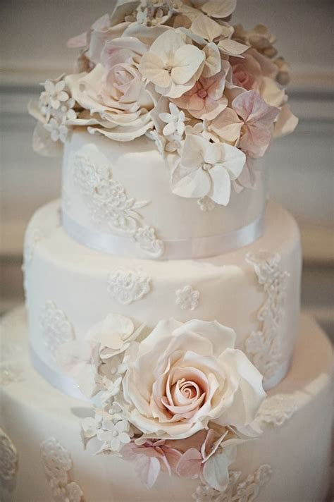 ADORED VINTAGE: 10 Vintage Inspired Wedding Cakes