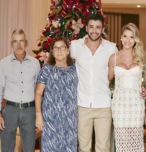 Gusttavo Lima com a mãe, Sebastiana, em seu casamento (Foto: Instagram / Reprodução)