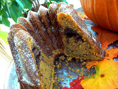 pumpkin bundt cake coupé.jpg