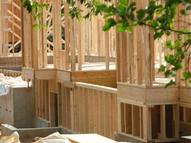 P1110521-2011-06-05-Morningside-teardown-1st-floor-framing-SE-Facade-detail