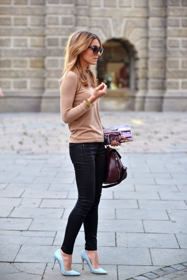 Fall outfits with skinny jeans, cozy sweater shirt and heel flats