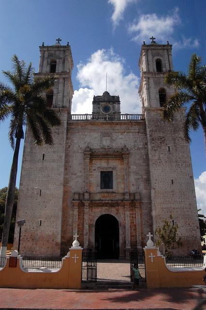 cancun_bus_church